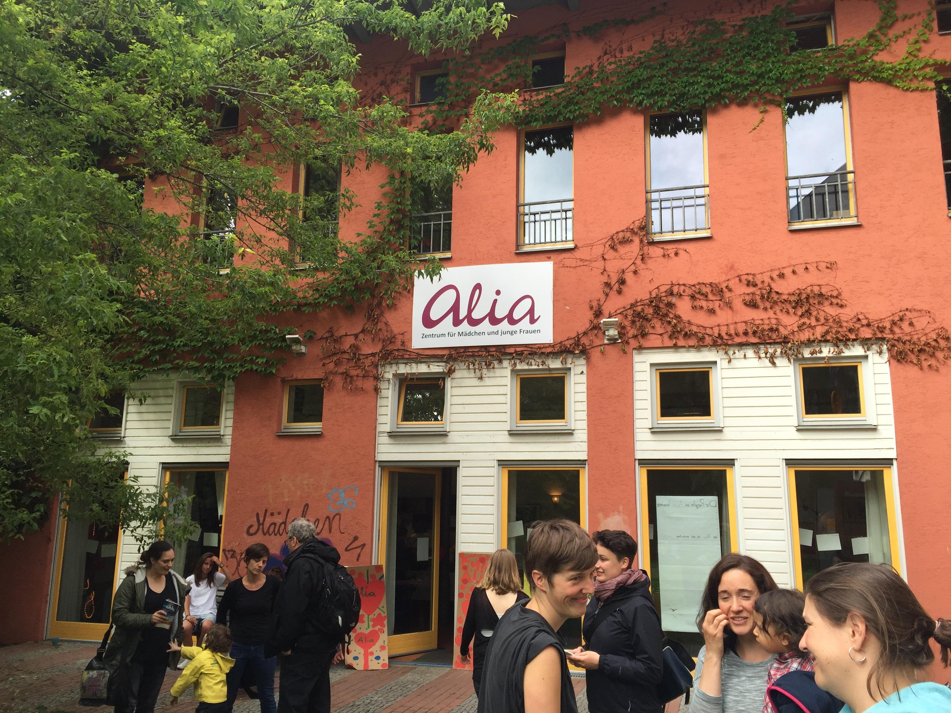 Besuch beim Alia-Zentrum für Mädchen und junge Frauen